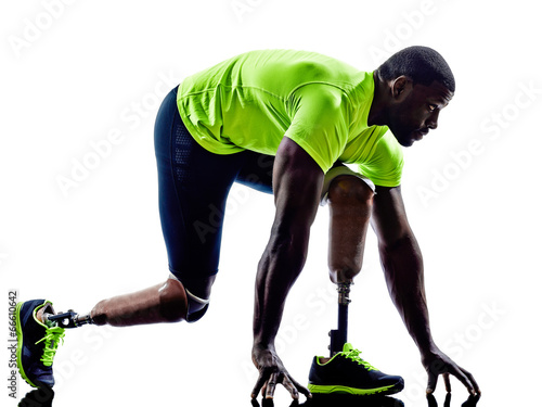 Fotografia  handicapped man joggers starting line legs prosthesis silhouette