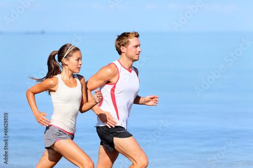Carta da parati Running couple jogging on beach