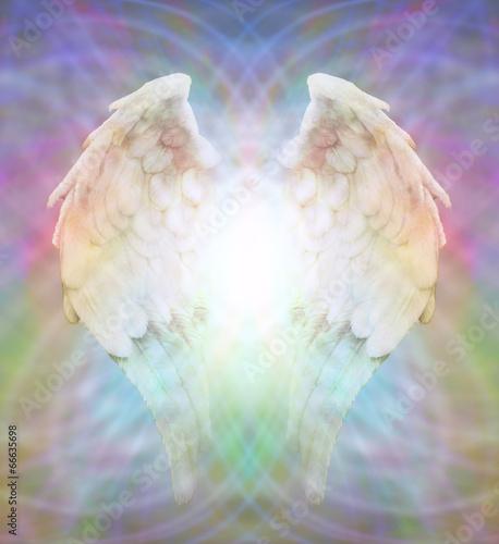 skrzydla-aniola-z-kolorowa-poswiata