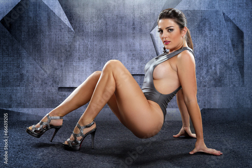 Voluptuous woman on a futuristic setting Fototapet