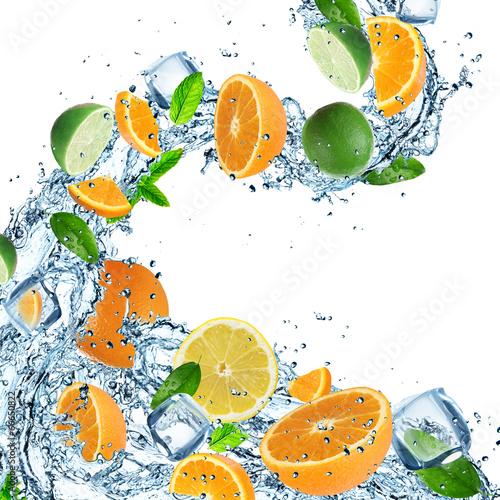 Keuken foto achterwand In het ijs Fresh Fruit with water splash