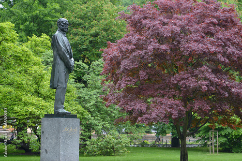 Fotografie, Obraz  Monument to the composer Antonin Dvorak in Karlovy Vary, the Cze