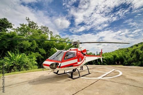 Montage in der Fensternische Hubschrauber Helicopter on Helipad
