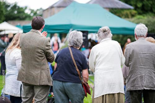 Fotografía  seniors enjoying an outdoors music, culture, community event