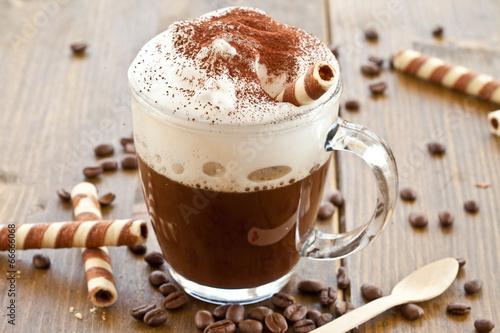 Fotografie, Obraz  Eine Tasse Kaffee mit Milchschaum