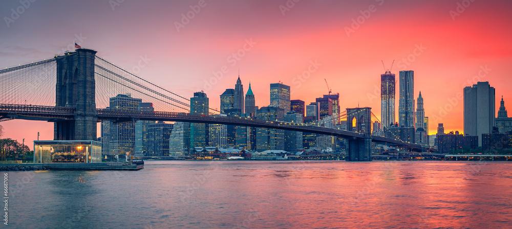 Fototapeta Brooklyn bridge and Manhattan at dusk
