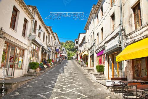 Fotografia  Street scene in Gjirokaster, Albania
