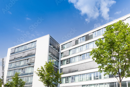 Modernes Haus In Deutschland   Bürogebäude Und Bäume