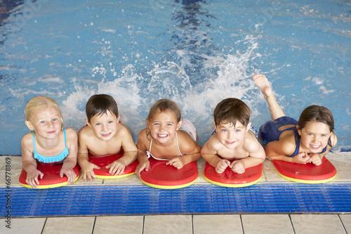 Photo Children in swimming pool