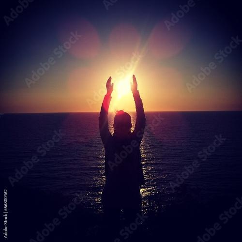 Poster Ecole de Yoga Sole tra le mani
