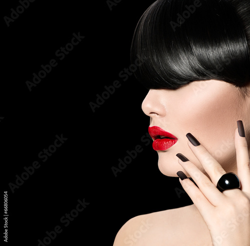Poster - High Fashion Model Girl Portrait with Trendy Fringe Hairstyle