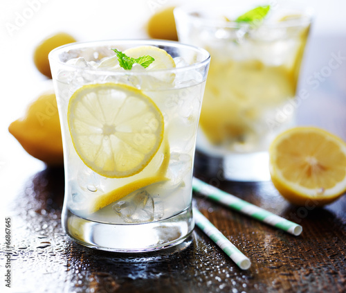Obraz na plátně cold glasses of fresh lemonade