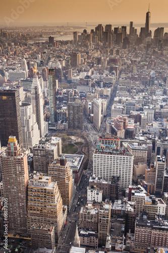 widok-z-lotu-ptaka-manhattan-linia-horyzontu-przy-zmierzchem-miasto-nowy-jork