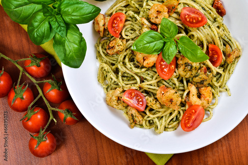 Fotografie, Obraz  spaghetti with pesto and prawns