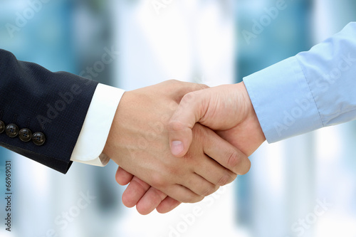 Fotografía  Close-up image of a firm handshake  between two colleagues