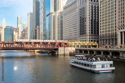 In de dag Kanaal Chicago downtown and River