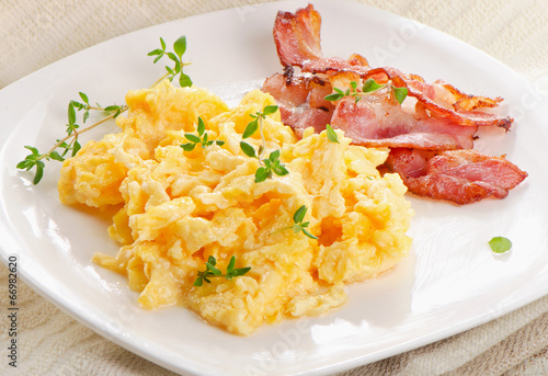 Deurstickers Gebakken Eieren Scrambled eggs and bacon