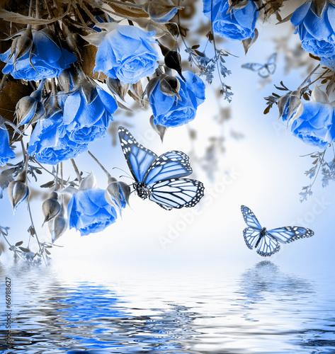 bukiet-delikatne-roze-i-motyl-kwiecisty-tlo