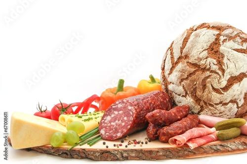 Leinwand Poster Köstliche Brettljause mit Bauernbrot