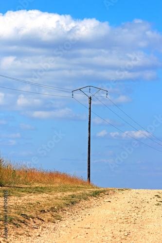 Fotografia, Obraz  poteau électrique dans un chemin de campagne (Bourgogne France)