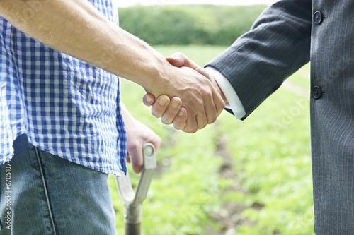 Fotografía  Farmer And Businessman Shaking Hands
