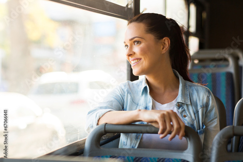 Photo young woman taking bus to work