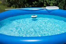 Schwimmbecken In Einem Garten