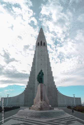 Obraz na plátne  Hallgrimskirkja Cathedral - Iceland Reykjavik