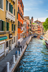 Fototapeta Kolorowe domki Narrow canal among old colorful brick houses in Venice