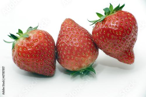 Fotografering  Trio de fraises horizontal