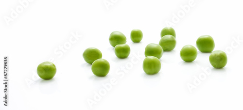 Photo Scattered green peas closeup