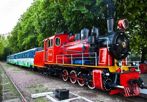fototapeta na drzwi i meble Pociąg z lokomotywą parową na stacji