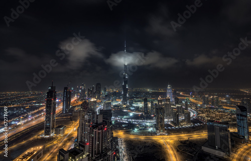 Scattered clouds passing by Burj khalifa and the downtown Dubai Tableau sur Toile