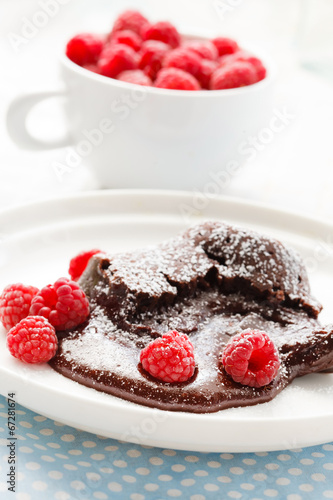 Papiers peints Dessert chocolate dessert with raspberries