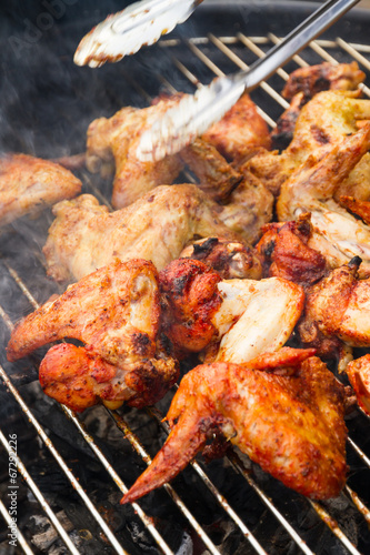 Tuinposter Grill / Barbecue chicken wings on the grill garden barbecue party