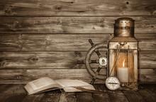 Hintergrund Holz Mit Laterne, Kompass - Konzept Vintage