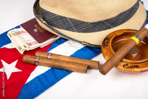 kubanskie-cygaro-i-kapelusz
