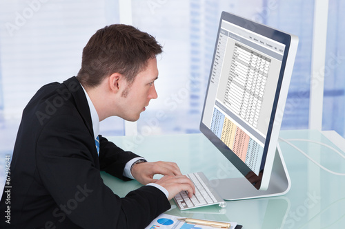 Valokuva  Concentrated Businessman Working On Computer In Office