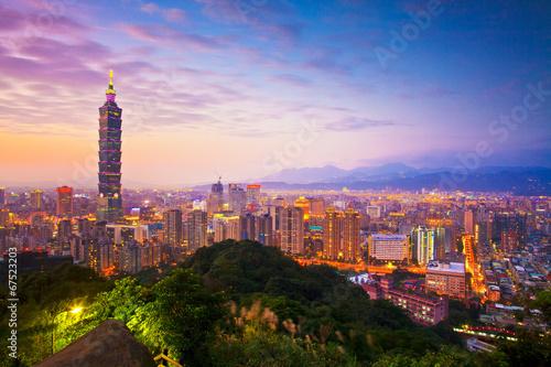 Taipei's City Skyline at sunset with the famous Taipei 101 фототапет