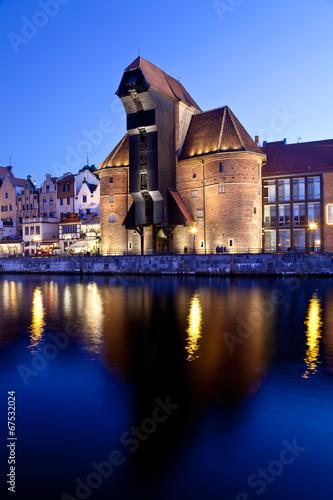 old-town-gdansk-by-night-zuraw-dlugie-pobrzeze-poland