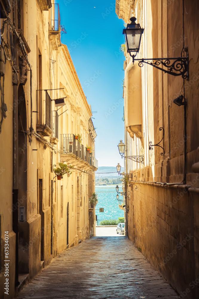 ulica Syrakuzy prowadząca do morza <span>plik: #67534074 | autor: Anna Lurye</span>