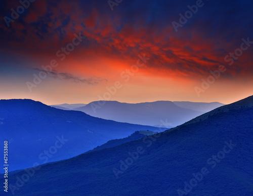 Fotografia  dusk in mountains