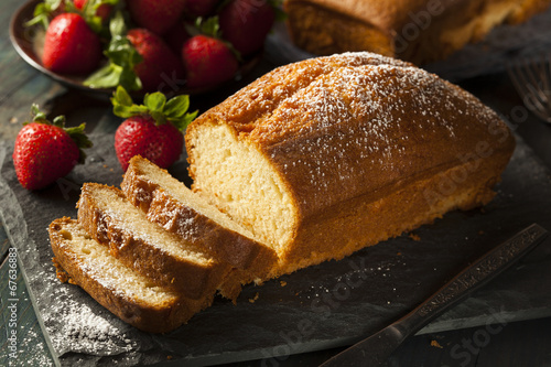Photo Homemade Pound Cake with Strawberries