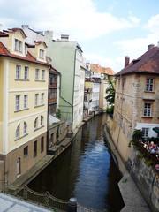 Fototapeta na wymiar Canal en Praga