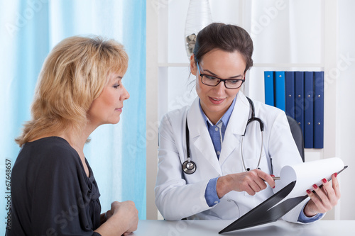 Photo  Doctor showing patient test results