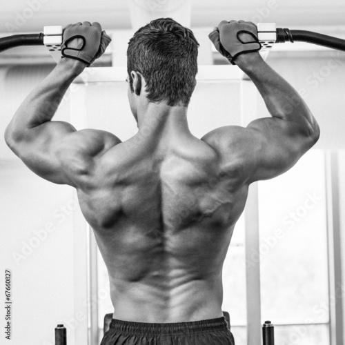 bodybuilder-umiesniony-mezczyzna