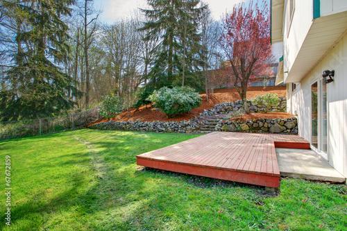 Poster Jardin House backyard view. Wooden floor walkout deck