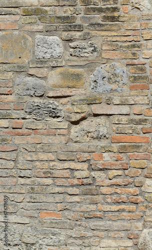 Zniszczona ściana
