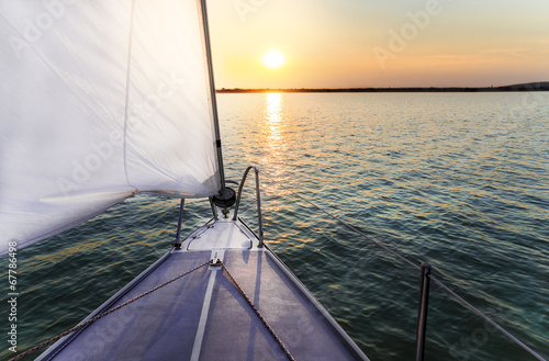 Fotografia  Sailing to the sunset with a luxury yacht.