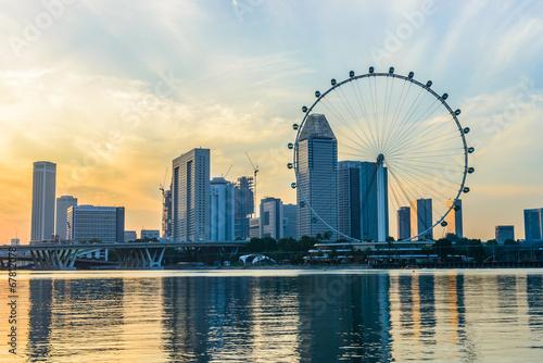 widok-na-wiezowce-w-singapurze-i-diabelski-mlyn-singapore-flyer